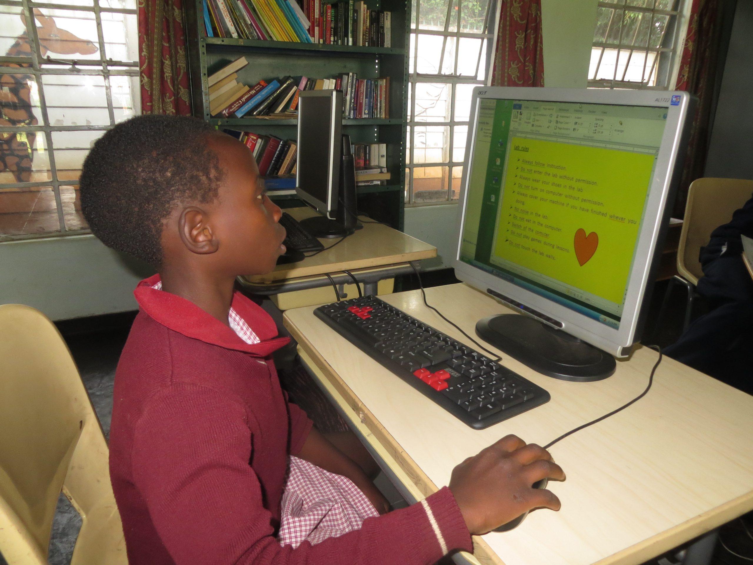 Keräämme toimivia läppäreitä Dzikwa Trustin oppilaille
